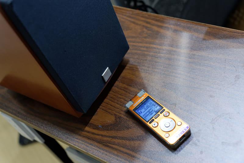 スピーカーの前にICレコーダーを置いてアナログ的に録音する方法もあるが……