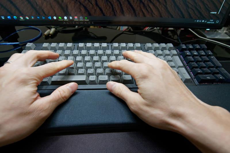 オンライン会議中にはキータイプすることも多い。相手にとっては耳障りなので、このノイズを低減したい