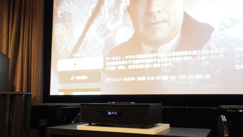 部屋に常設しているスクリーンにプロジェクターで映像を投影。音はSC-C70MK2から再生。ちょっとしたホームシアターもSC-C70MK2なら実現できる。