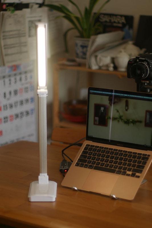 ライトスタンドを使って陰影を薄める