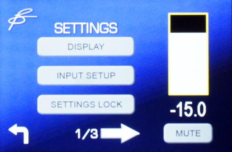 歯車のアイコンを押すと、設定画面となる。ディスプレイ設定、入力設定などがある