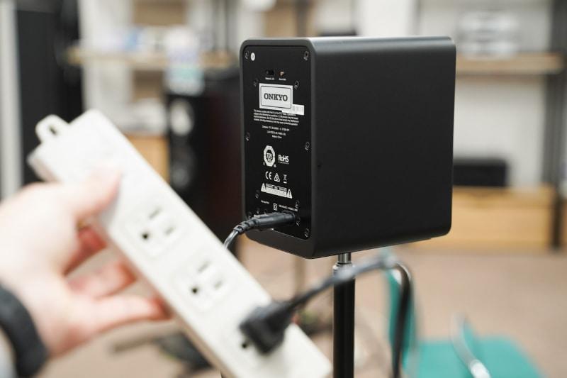 電源ケーブルを接続する必要はあるが、スピーカーケーブルの接続は不要
