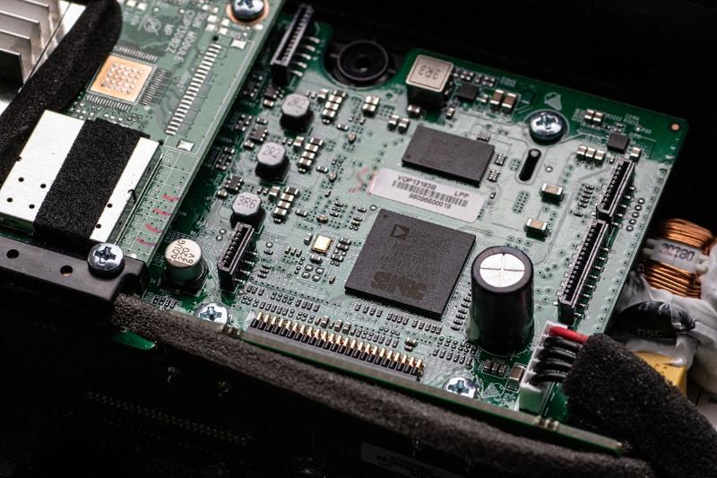 高い処理能力を持つ、アナログ・デバイセズのSHARC DSPも搭載