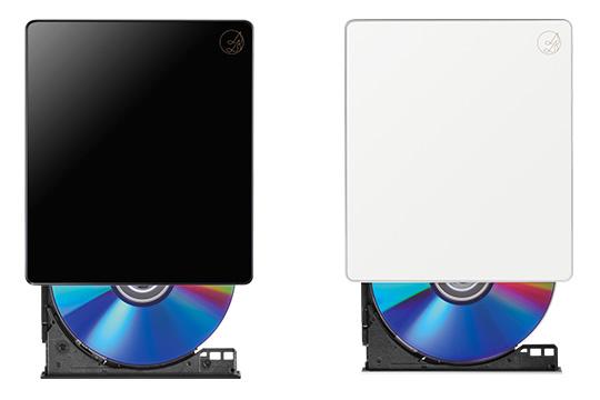 ベースとなるCD-5W ブラック(左)、ホワイト(右)