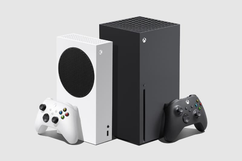 Xbox Series S(写真左)、Xbox Series X(右)