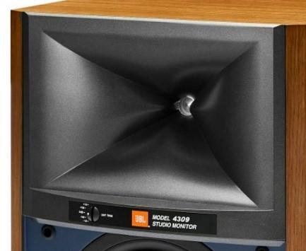 上位モデルに搭載された「HDI-X ウェーブガイド技術」を用いた新世代の定指向型ホーンも装備