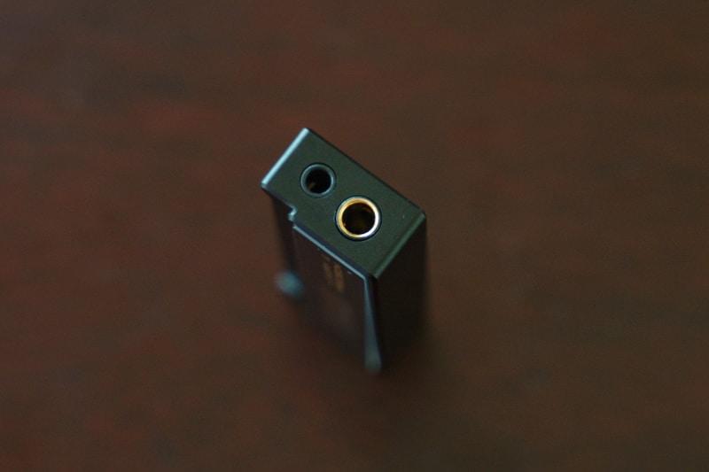 出力は3.5mmで125mW(32Ω)、4.4mmで230mW(32Ω)と強力