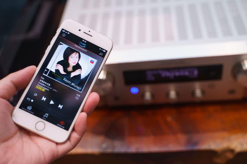 スマホアプリから制御して、Amazon Music HDをPM7000Nで再生しているところ