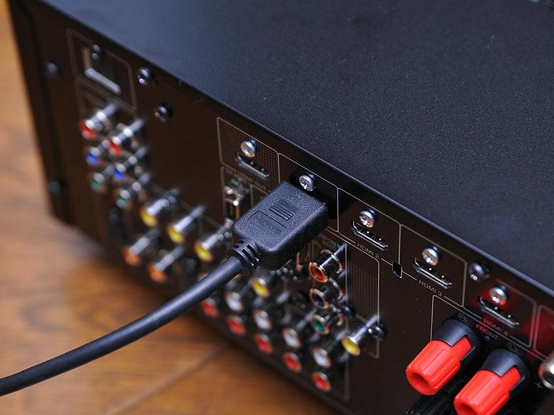 HDMIケーブルを接続。これで音声も映像も両方伝送できる