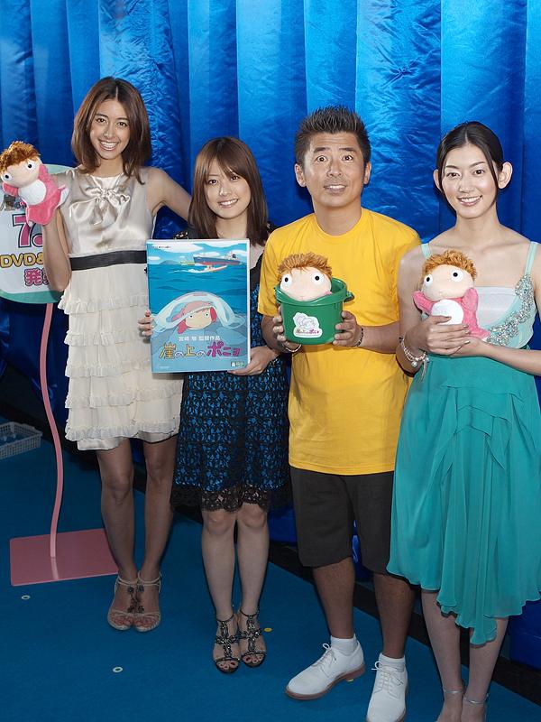 左から、森泉さん、福田沙紀さん、勝俣州和さん、佐藤藍子さん