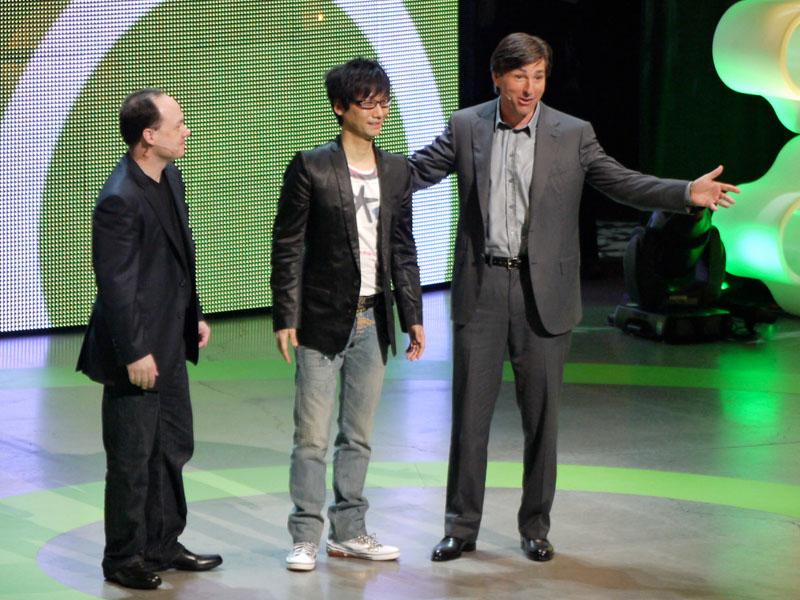 コナミ・小島プロダクションの小島秀夫監督。ゲームタイトルとしては最後に「サプライズ」の形で発表された