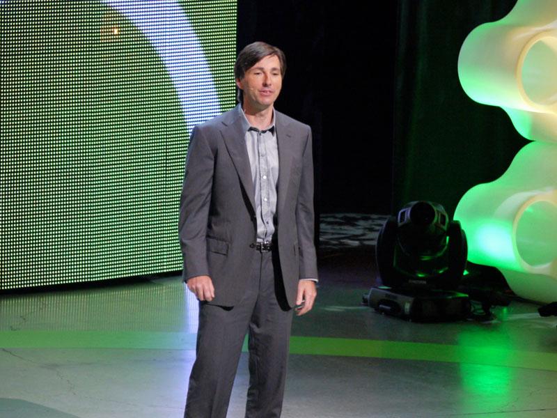 Xbox担当シニア・バイスプレジデントのドン・マトリック氏。今回は特に、ハードウエア戦略に関わる「Project NATAL」を中心に解説をした