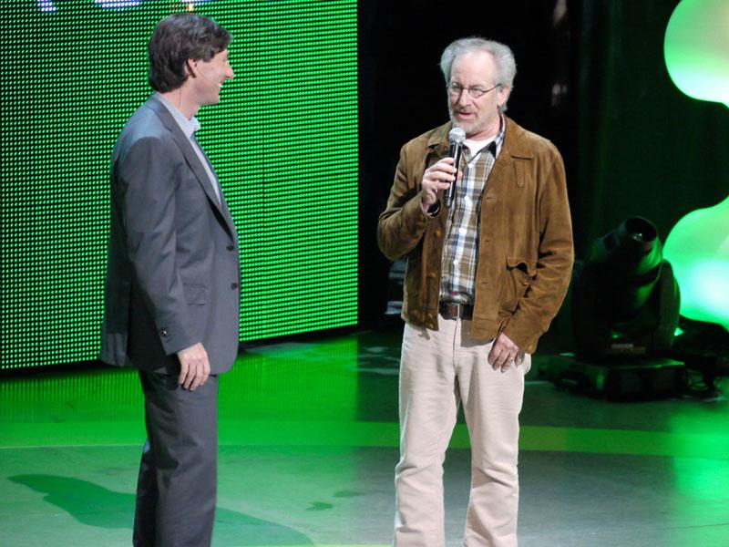 映画監督のスティーブン・スピルバーグ氏。本日6人目かつ、最大のシークレット・ゲスト。NATALの動作は、そういえば「マイノリティリポート」を思い起こさせる