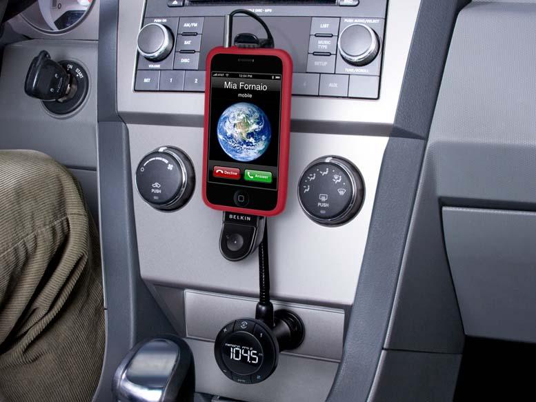 FMトランスミッタ「TuneBase FM X」。iPhoneは別売