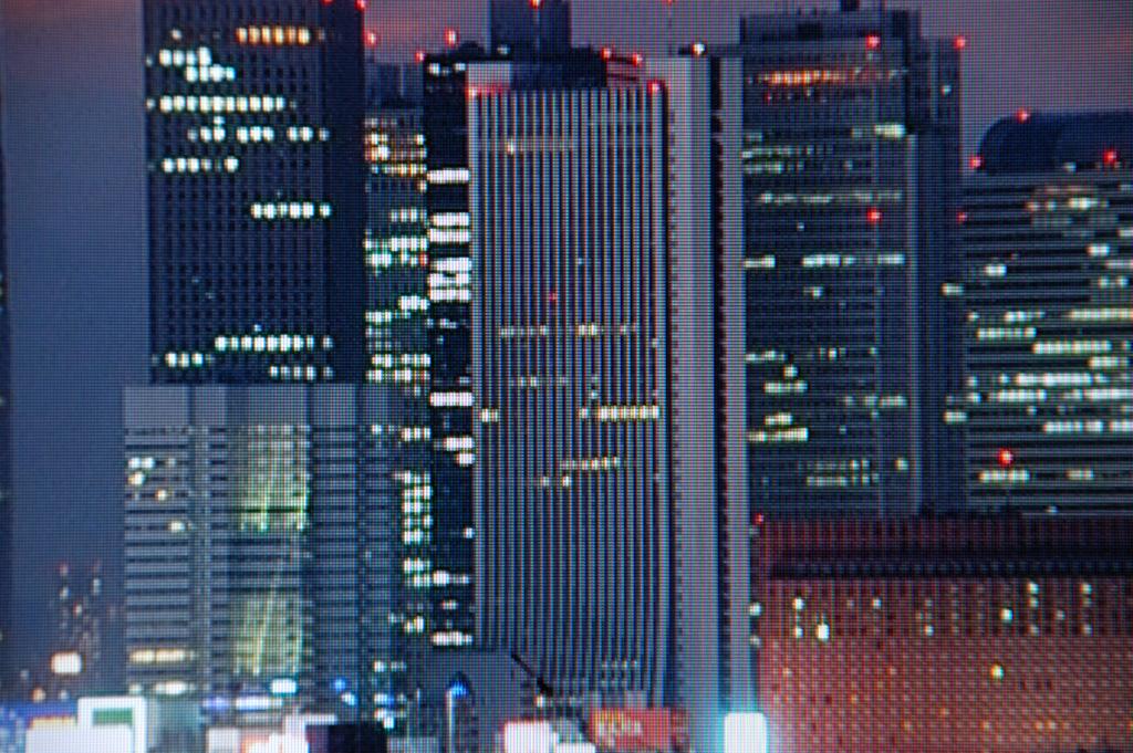1080pでの超解像オン。超解像の結果としてモアレ(中央ビルの縦筋)が出ることもある。この場合は超解像のレベルを下げればOK