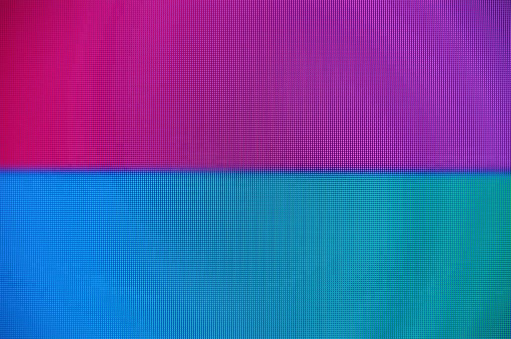 「スタンダード」設定。マゼンタとシアンの色境界に太い滲み線が見える