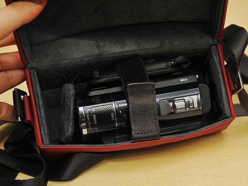 <small>「LCM-AX1」にビデオカメラを収納したところ</small>