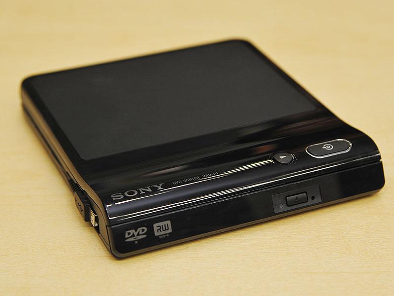 カメラ側でHDからSDへのコンバート機能を備えたことで、既発売のDVDライター「VRD-P1」との組み合わせで使用可能な機能が増えた
