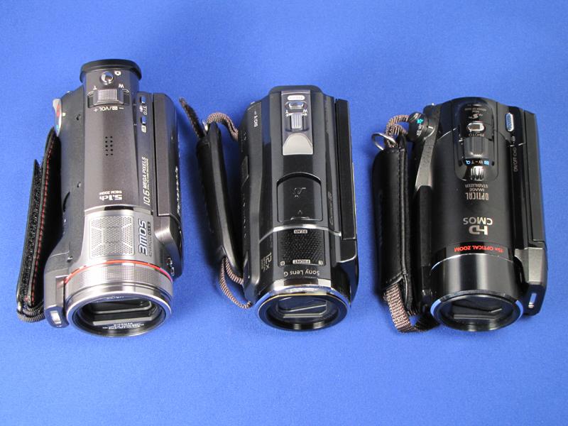 この夏の目玉三品。左からパナソニック「TM350」、ソニー「CX520V」、キヤノン「HF21」