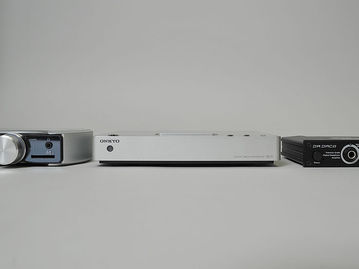 小型デジタルアンプ、ケンウッドの「Prodino」や、ヘッドフォンアンプ「DR.DAC 2」と並べたが、薄さは同程度