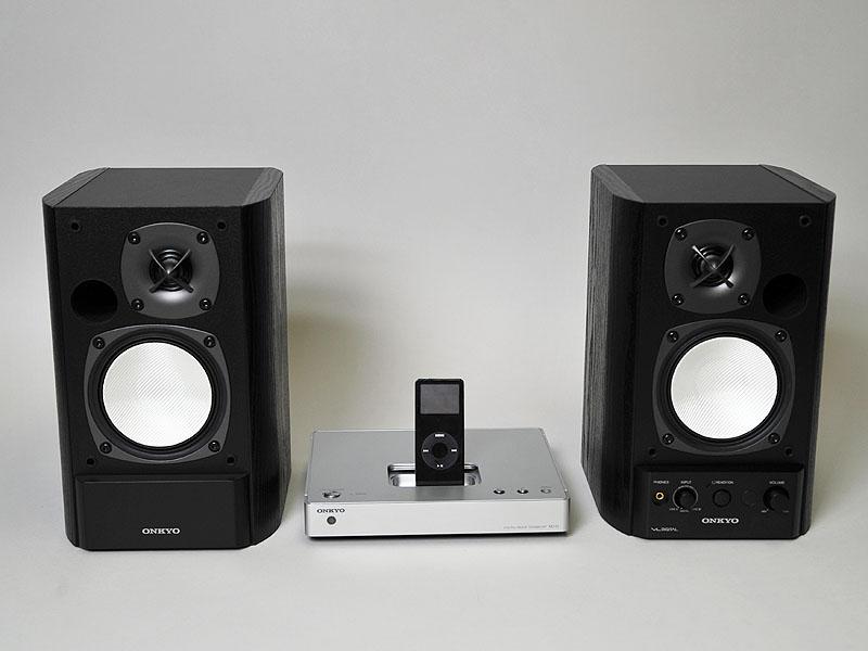 デジタル入力を備えたオンキヨーのアクティブスピーカー「GX500-HD」と組み合わせれば、これだけでシステムが完成する