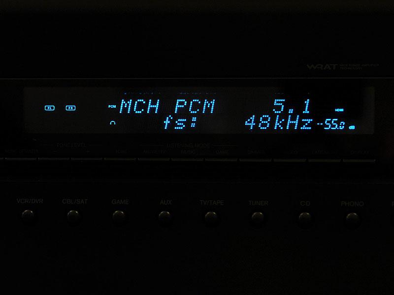 AVアンプ側のディスプレイ。PCMで入力されていることがわかる