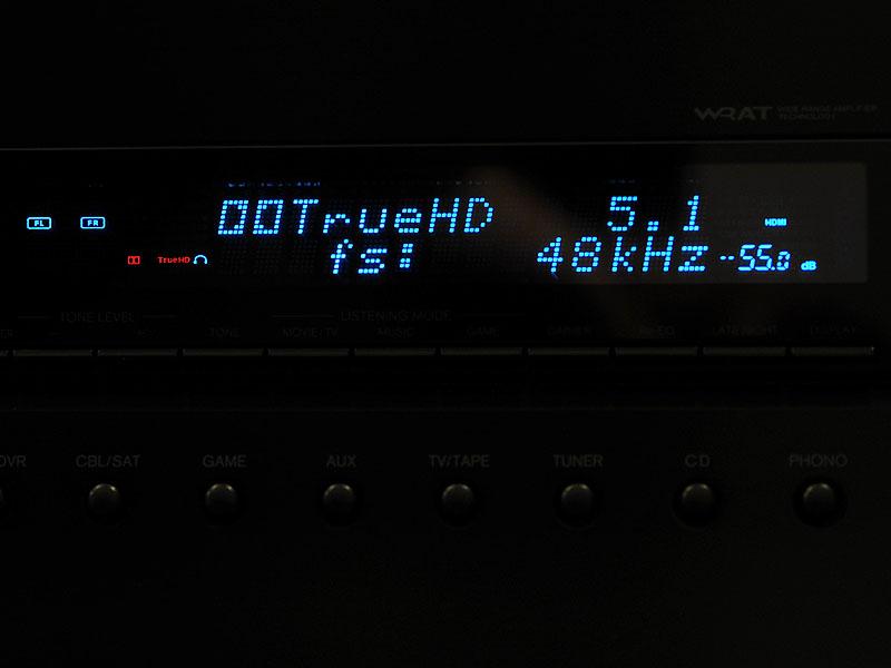 AVアンプ側でデコードしていることがAVアンプのディスプレイ表示でわかる