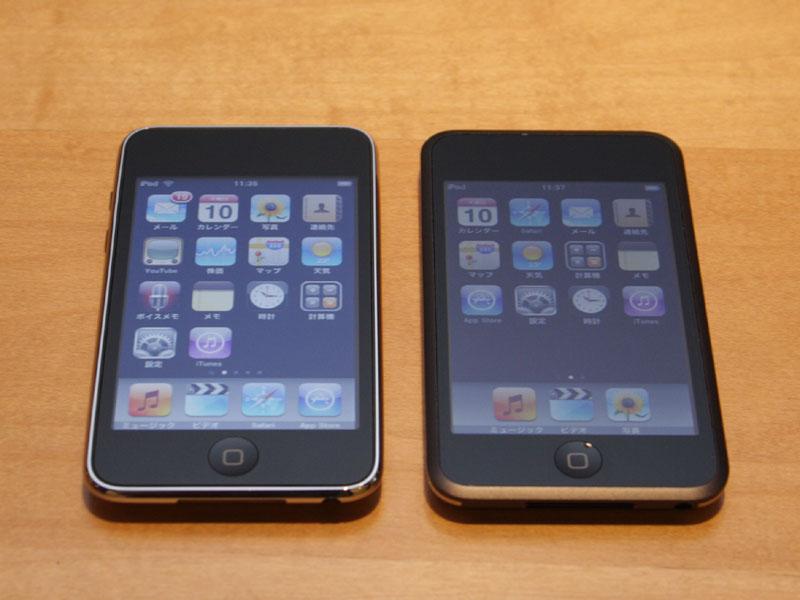 第3世代(64GB/左)と初代iPod touch(右)との比較