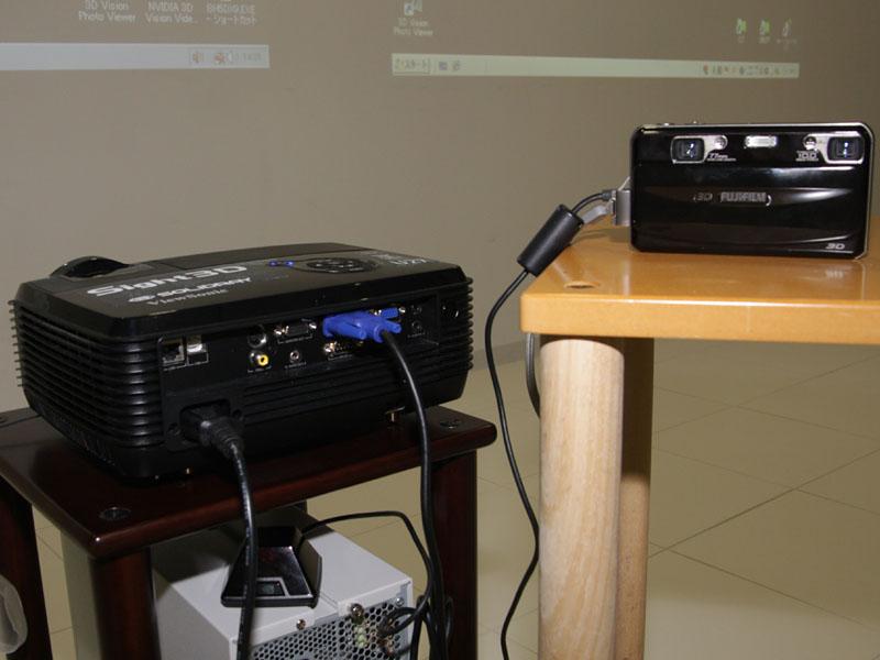 富士フイルムの3D対応デジタルカメラ「FinePix REAL 3D W1」で撮影した3D動画/静止画にも対応