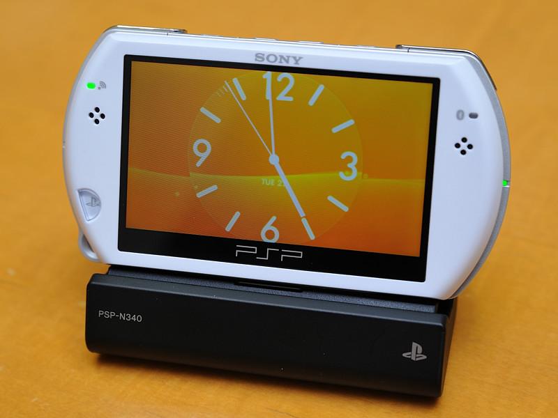 クレードル「PSP-N340」も同時発売される