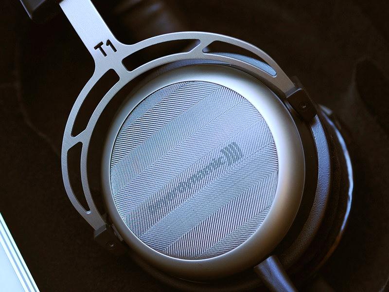 新フラッグシップヘッドフォンのT1