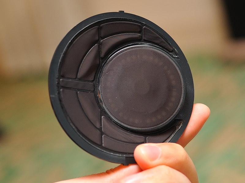 ユニットの表。バッフルには通常のフェルトではなく不織布を使用し、軽量化を図っている