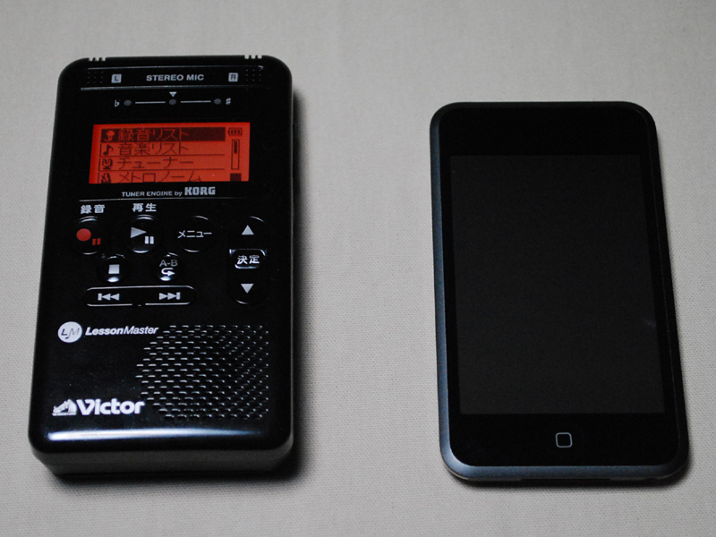iPod touchよりちょっと大きいサイズ