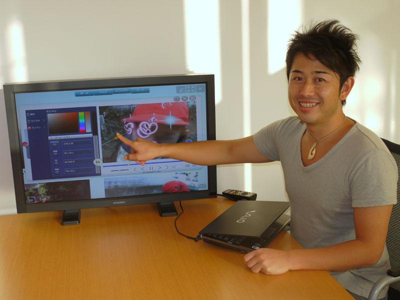 LoiLo取締役COOの杉山竜太郎氏。画面は、タッチ対応の最新版「LoiLo Touch」