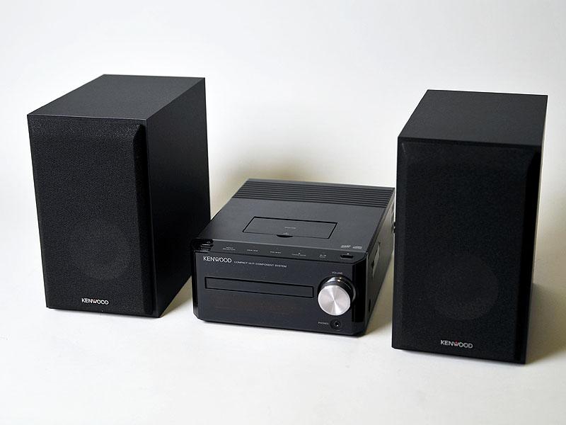 ブラックモデルはスピーカーもブラック。薄型テレビなどとのマッチングを想定している