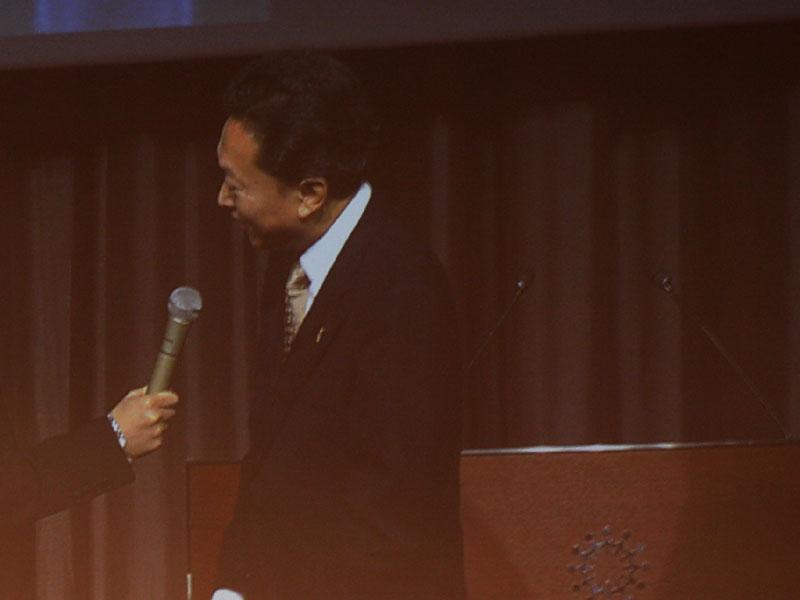 草なぎさんらの質問に答える鳩山首相