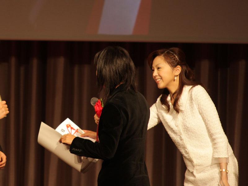 最優秀作品。会場で表彰も行なわれ、表彰状と、副賞の32型液晶テレビが贈られた