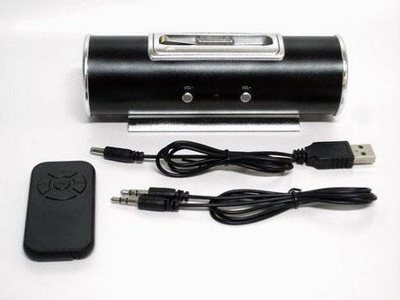 リモコンや給電用USBケーブル、ステレオミニケーブルなどが付属する