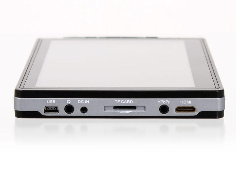 入出力端子部。HDMIやコンポーネント端子を備える