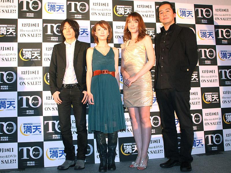 左からmoumoonのMASAKIさん、YUKAさん。山本モナさん、曽利監督