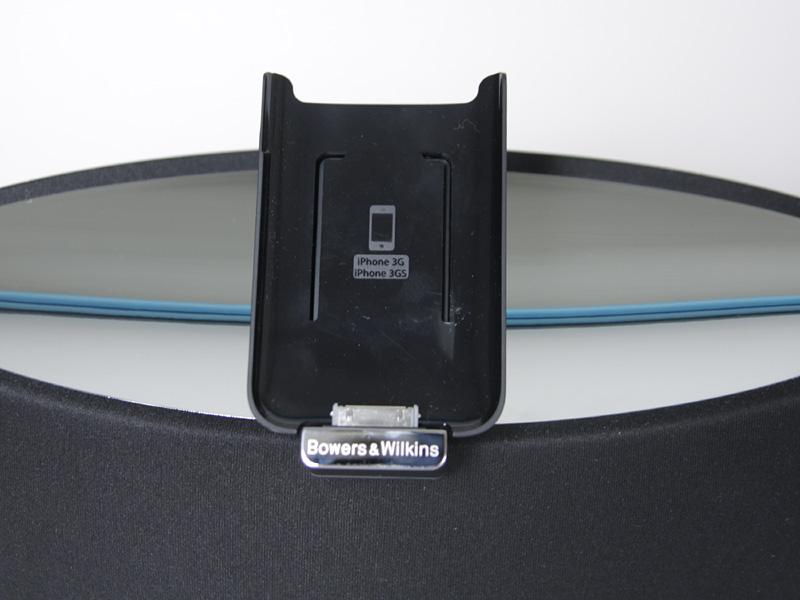 iPod touchやiPhone用のブラケットが付属