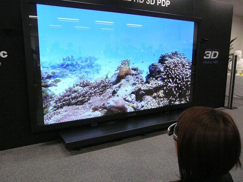 152型で3D映像を表示している様子