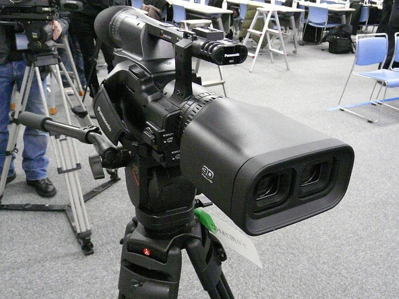 一体型二眼式フルHD 3Dカメラレコーダー。価格は220万5,000円