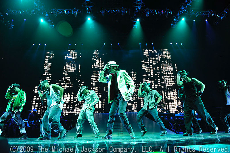 <FONT size=1>(C)2009 The Michael Jackson Company, LLC. All Rights Reserved.</FONT>