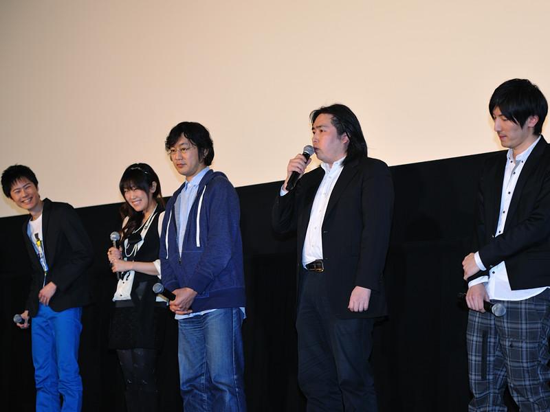 左からバナージ役の声優・内山昂輝さん、ヒロイン・オードリー役の藤村歩さん、古橋一浩監督、福井晴敏さん、音楽担当の澤野弘之さん