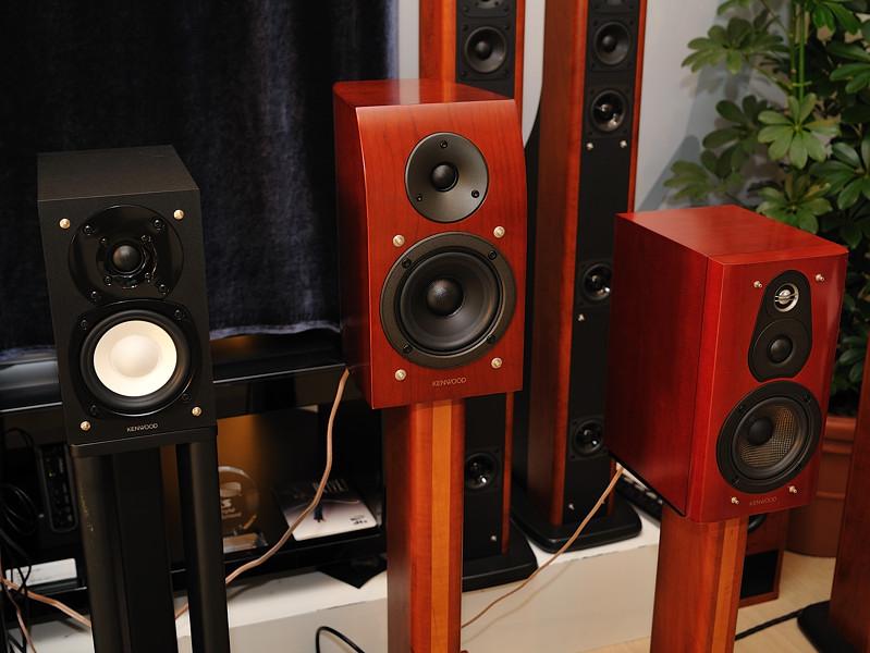 スピーカー。左からK521システムのスピーカー、2ウェイのLS-K1000、3ウェイのLS-K1