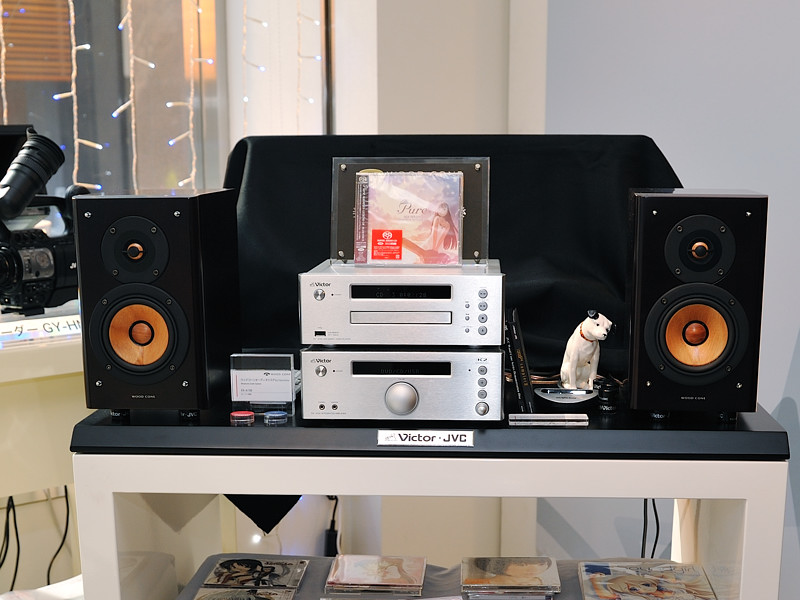 DVDビデオ/オーディオ再生対応で、アンプ&スピーカーの組み合わせでバイアンプ駆動も可能なビクターのウッドコーンシステム「EX-A150」