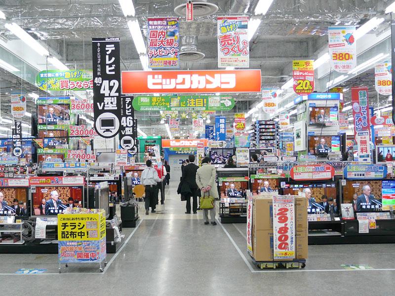 約1,000m<SUP>2</SUP>の売り場には、約360台の薄型テレビが展示されている