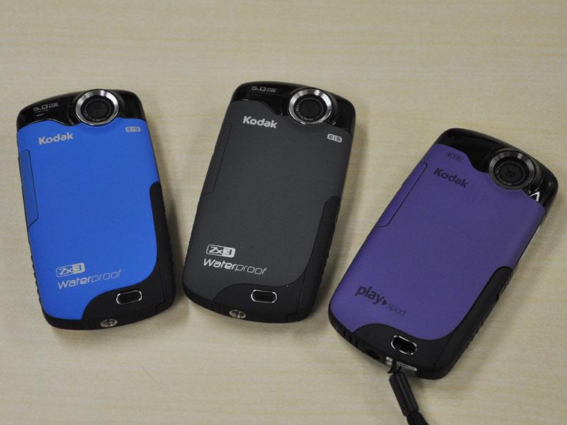 カラーはブルーとパープル、ブラックを用意する