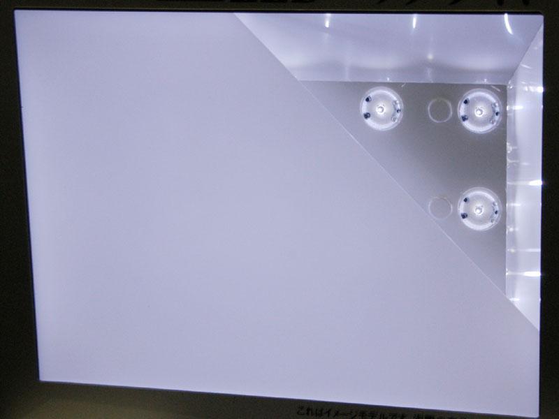 実際にこの白色LEDモジュールを発光させた状態